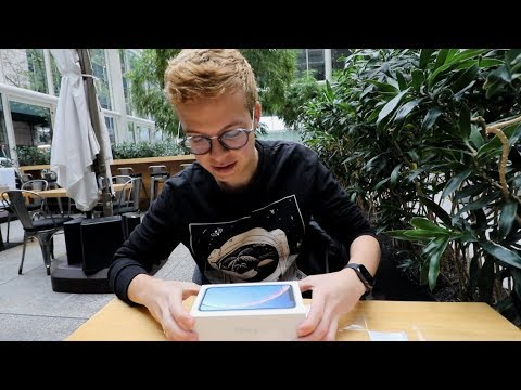 iPhone XR: Unboxing
