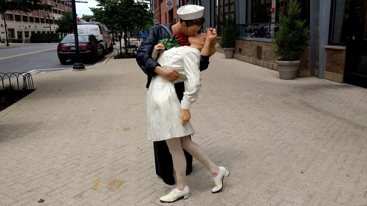 Embracing peace statue by seward johnson national harbor for National harbor statue
