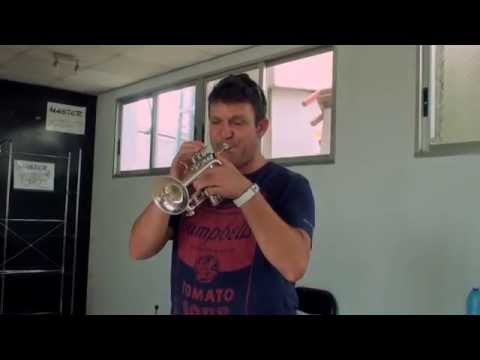 Luis Gonzalez plays his Stomvi Titan Piccolo Trumpet