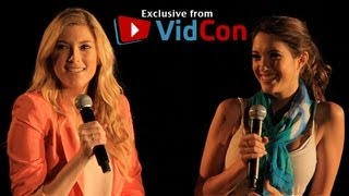 VidCon 2012 - Elle and Blair Give Beauty Tips to Fan!