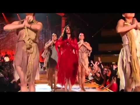 Selena Gomez - Come & Get It LIVE at MTV Movie Awards