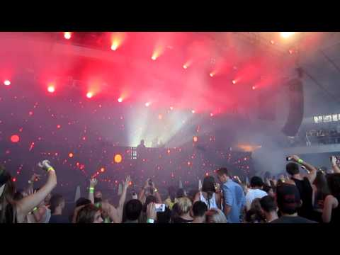Swedish House Mafia - Calling (Live in Melbourne, Australia)