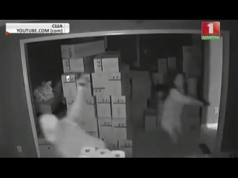 Женщина внезапно выбегает