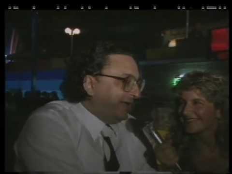 Il ministro De Michelis balla in discoteca