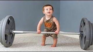 VERSUCHEN Sie ERNST zu bleiben - LUSTIGE Babys und KleinkinderTURNEN