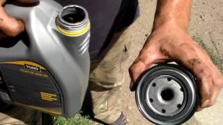 видео Замена моторного масла в двигателе