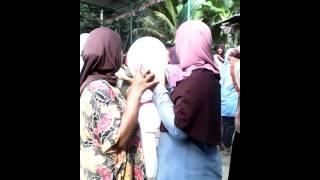 Video Lomba Joget Balon Ibu-ibu Di RT 02 Lucu Habis Bisa Bikin Terkencing - Kencing