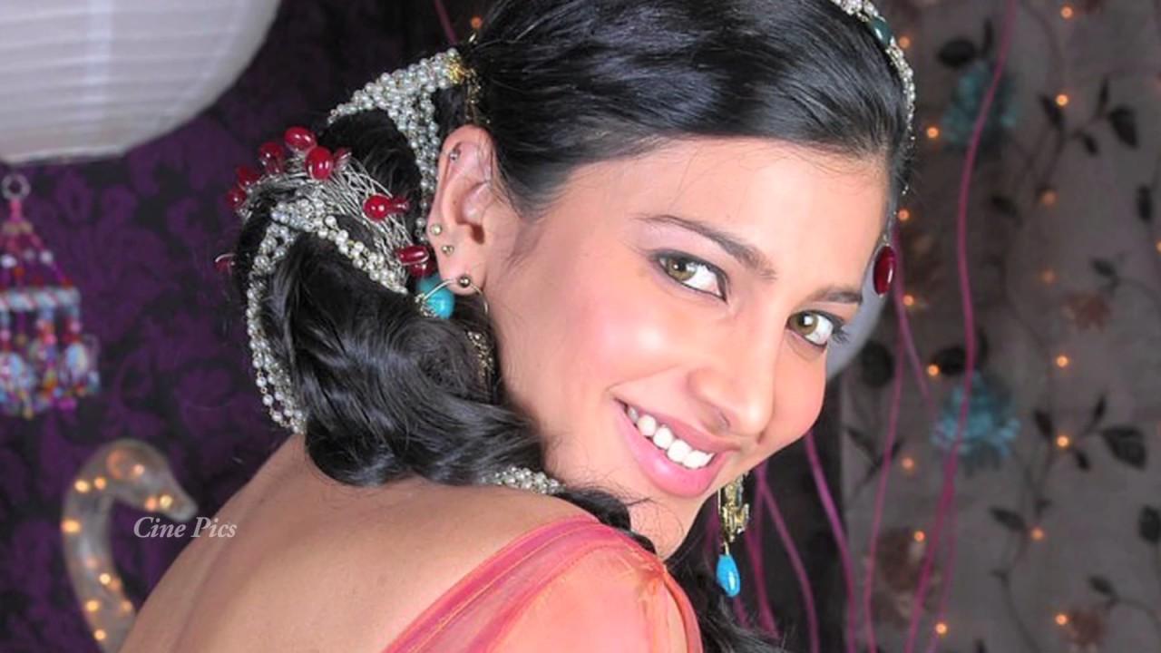 Shruti Hassan Hot Navel Stills - YouTube