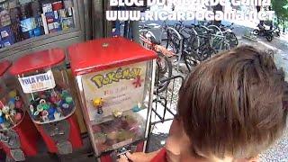 Pokémon dos filmes e desenhos em  brinquedos, pai e filhos aumentando a coleção