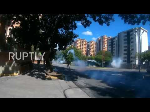 Venezuela: One dead as shooting at military base leads to Valencia street protest
