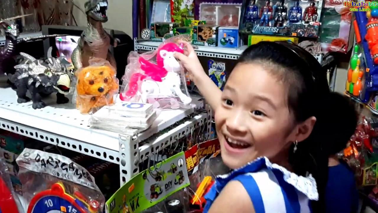 Gia Linh và em cò đi mua đồ chơi ô tô trở thú và mua hoa tặng cô giáo ngày 20-11