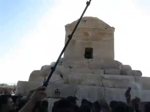 Iran : rassemblement de milliers de personnes sur la tombe de Cyrus le Grand à Pasargades