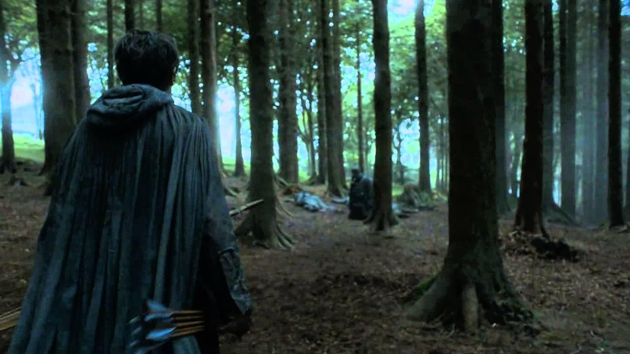 Ramsay Bolton, Theon'u kurtarıyor.