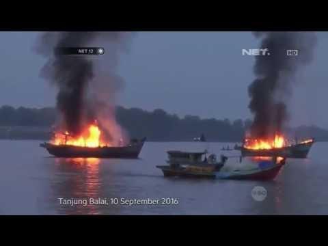 Ribuan Nelayan Tanjung Balai Asahan Bakar 4 Kapal Pukat Tarik dan Trawl - NET12