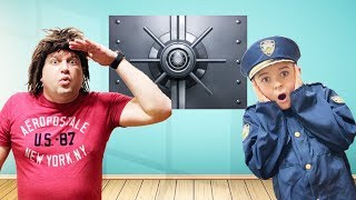 Sketchy and Escape the Room- Pretend play toys funny kids video