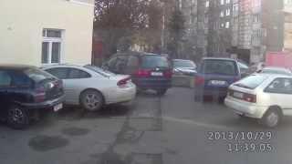 Гомель,Не только бабы, не умеют выезжать с парковки!