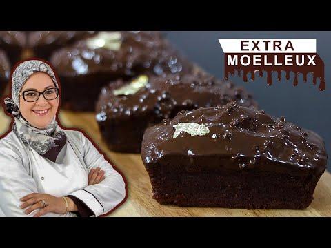 كيك-بالشكلاط-مع-تزيين-على-طريقة-الروشي---cake-au-chocolat-extra-moelleux-avec-glaçage-rocher