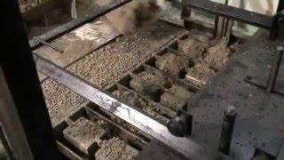 Вибропресс. Работа оборудование для производства шлакоблоков. Производство вибропрессов(Мы предлагаем вибропрессы, предназначенные для изготовления стеновых блоков (бетонных стеновых камней,..., 2013-10-18T05:56:10.000Z)