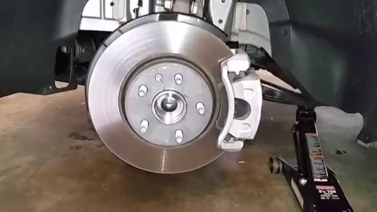 2014 Gm Chevrolet Camaro Checking Front Disc Brakes