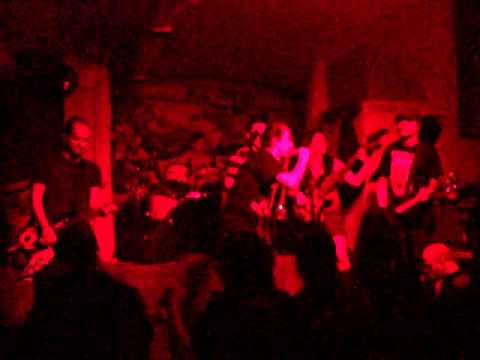CZB LIVE. Dance Trauma. First Song. Cluj. Flying Circus Pub. 16.APR.2011.avi