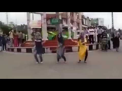 Jimikki Kammal Malappuram muslim girls flashmob dance viral video