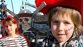 - Пираты и пиратский корабль. Адриан и Милада на поиске сокровищ.