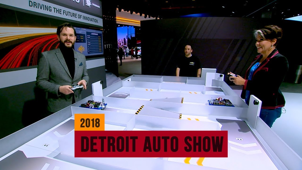 We race through a maze with remote controlled bots at Chevy's Tech Studio - Dauer: 2 Minuten, 13 Sekunden