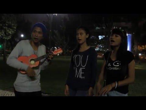 Suara Merdu Wiwik Cover Iwan Fals (Doa Pengorbral Dosa) Pengamen Cantik