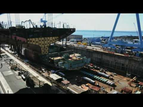 Newport News lifts 900-ton aircraft carrier module into dry dock