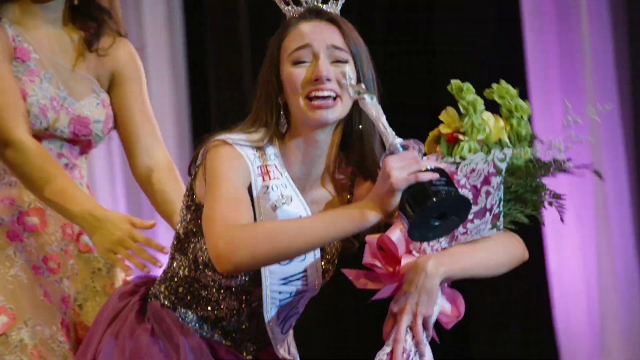 Payton May crowned as Miss Washingtons Outstanding Teen