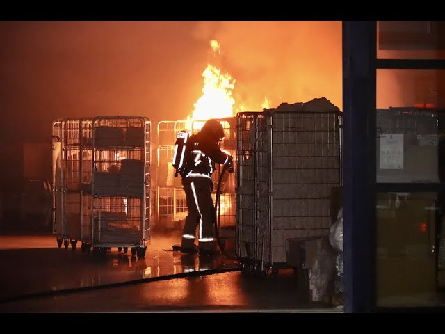 Felle brand bij wasserij Oldenzaal