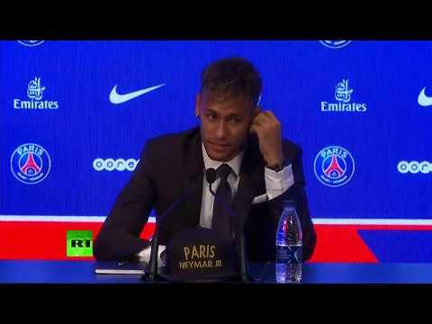 Conférence de presse de Neymar après son transfert au PSG