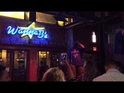 Tennessee Titan Byron Bell Sings Karaoke in Nashville