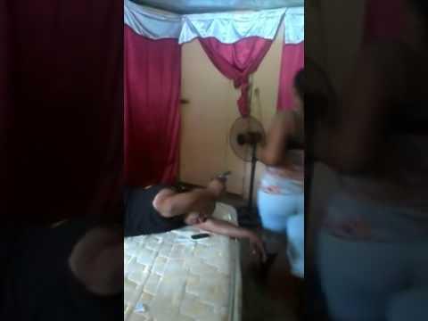Caudo sua mulhe vai pega su celula para ver nudis o que acotese