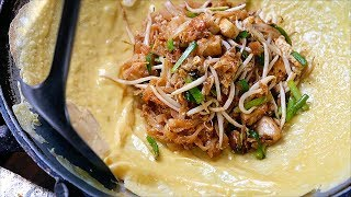 Thai Food - GIANT PRAWN PAD THAI OMELETTE Aoywaan Bangkok Seafood Thailand