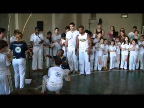 Mestre Pipoca - Pontas Vermelhas - Capoeira da Senzala Infantil