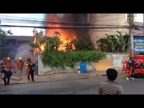 ไฟไหม้บ้านไม้เก่า 2 ชั้น ต.ในเมือง อ.เมือง จ.นครราชสีมา (13 พ.ย. 2557, ≈14:40 น.)