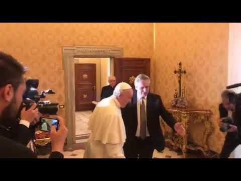 Un saludo afectuoso y un chiste de por medio entre Alberto Fernández y el Papa Francisco
