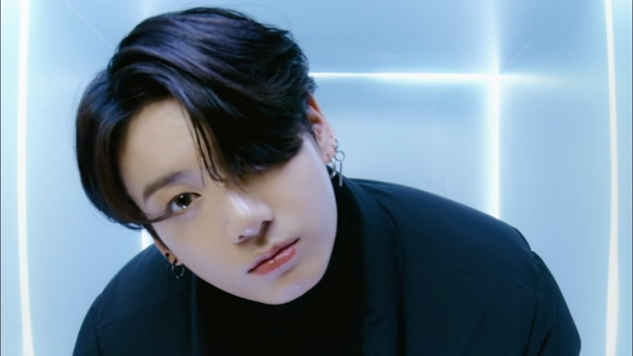 BTS(방탄소년단) 'FILA ON THE STREET' - Get Ready With JungKook