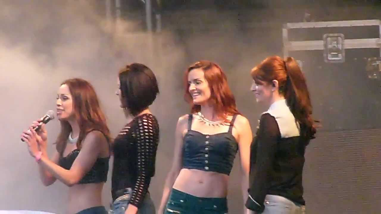 B witched c 39 est la vie live in swindon 27 7 13 youtube for Www b b it