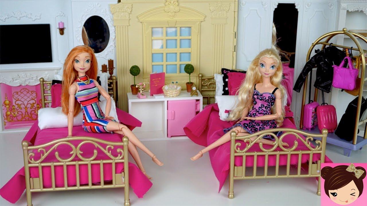 59b8f828e6 Frozen Elsa   Anna se Hospedan en el Hotel de Barbie - Dormitorio de  Princesas