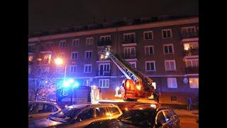 Požár bytové jednotky v Příbrami. V místě je větší počet zraněných