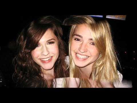 Erin Sanders and Katelyn Tarver