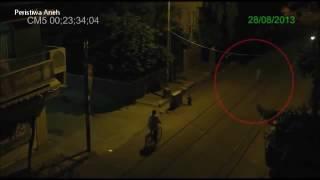 Penampakan jelas Hantu Asli Terekam CCTV!!