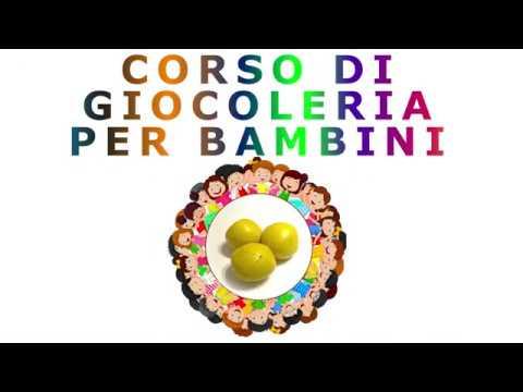 Corso di giocoleria per principianti - 2 Palline - Prese sotto il braccio from YouTube · Duration:  5 minutes 22 seconds