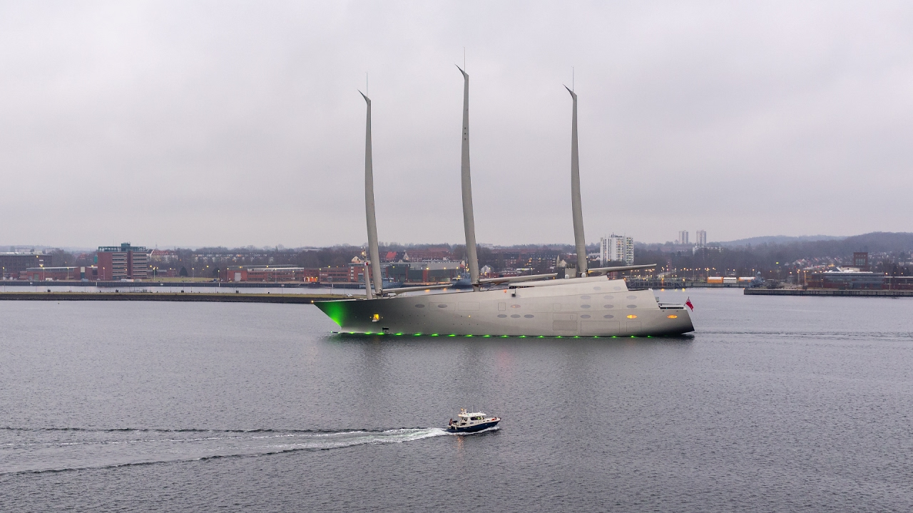 Who is the Owner of [SAILING YACHT A]? - Andrey Melnichenko