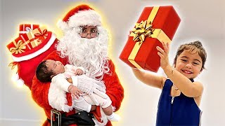 SANTA SURPRISES ELLE AND ALAÏA WITH EARLY CHRISTMAS GIFTS!!!
