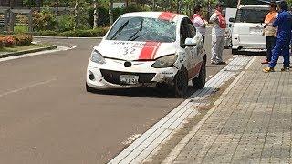 ゼッケン32:ZJ・シルバーストーンレーシング・GMSデミオの転倒事故が有...