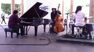 Eduardo Farias Trio (André Vasconcellos e Dedê Silva) - Muito à vontade (João Donato)