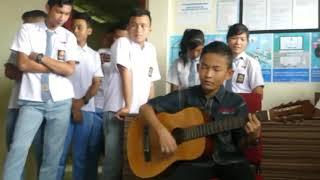 Mantul suara anak kecil nyanyi sambil main gitar .bikin semua terdiam